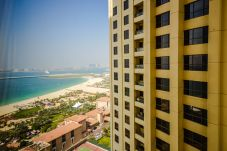 Apartment in Dubai - Rent 3BR flat monthly in JBR