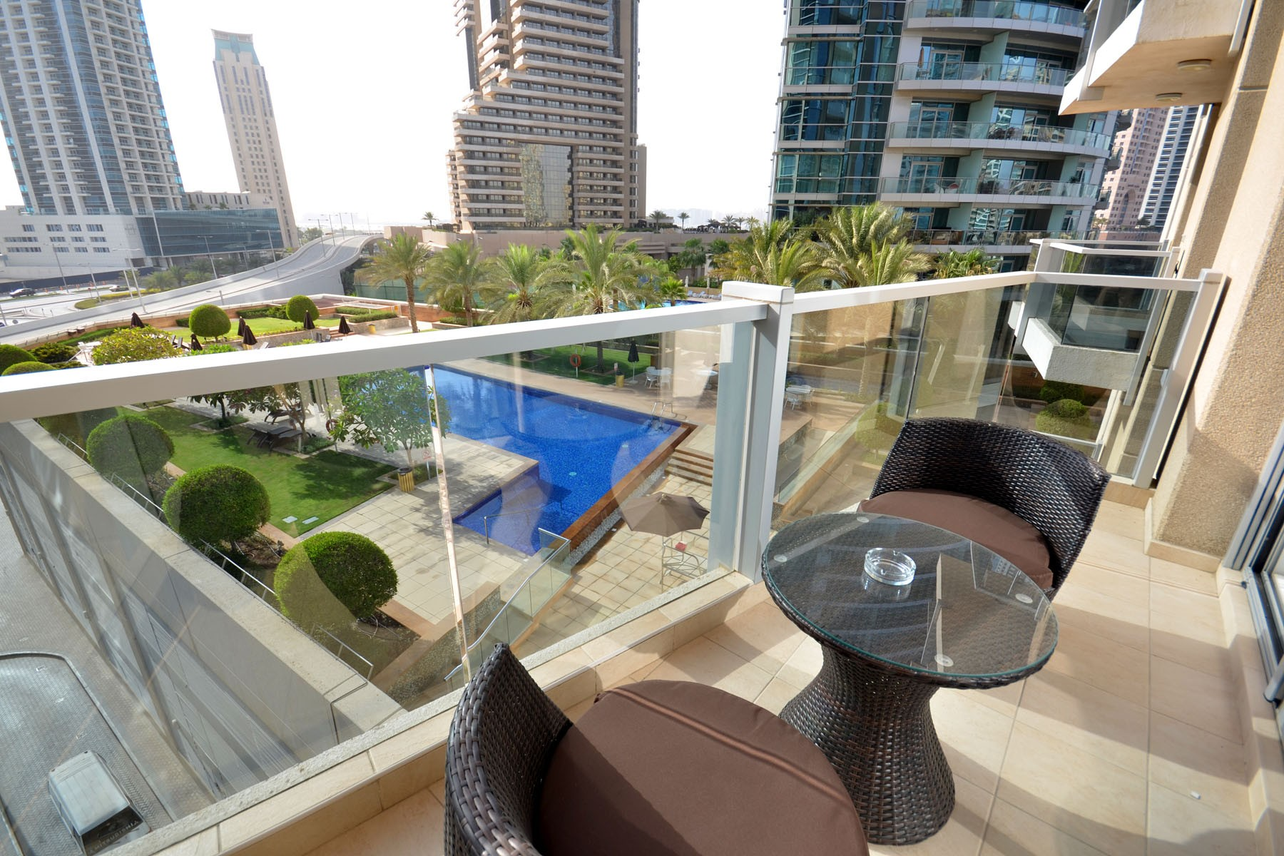 apartments in dubai pool front 1br apt on the marina