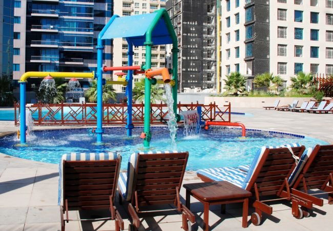 Apartment in Dubai - Luxurious 2 Bedroom At The Waves A