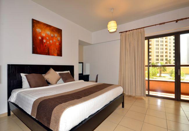 Rest on crispy linen of Dubai Short Term Apartments
