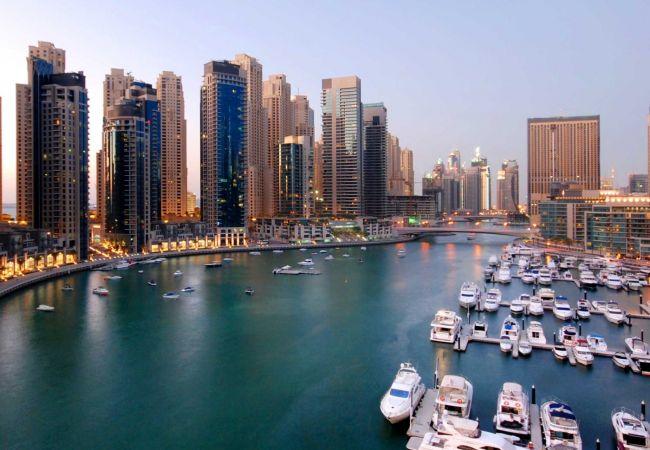 Apartment in Dubai - Eye-catching waterfront condo in Marina