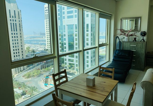 Studio in Dubai - Modern Studio Holiday Apartment with Dubai Eye and sea views