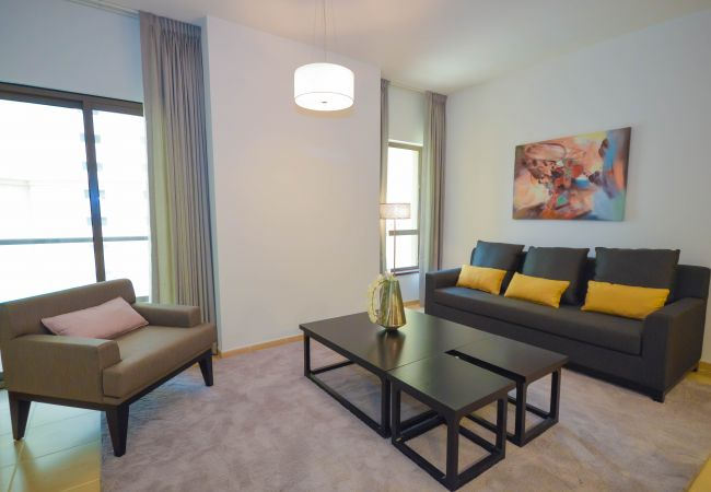 Apartment in Dubai - Spacious & Elegantly Furnished 1 Bed Apartment