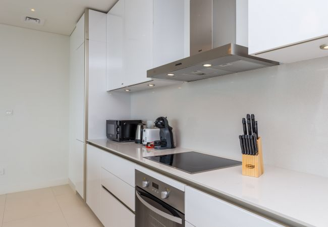 Apartment in Dubai - Designer 3BR for a family in the heart of City Walk